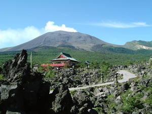 浅間山、溶岩と浅間山観音堂1[1].jpg